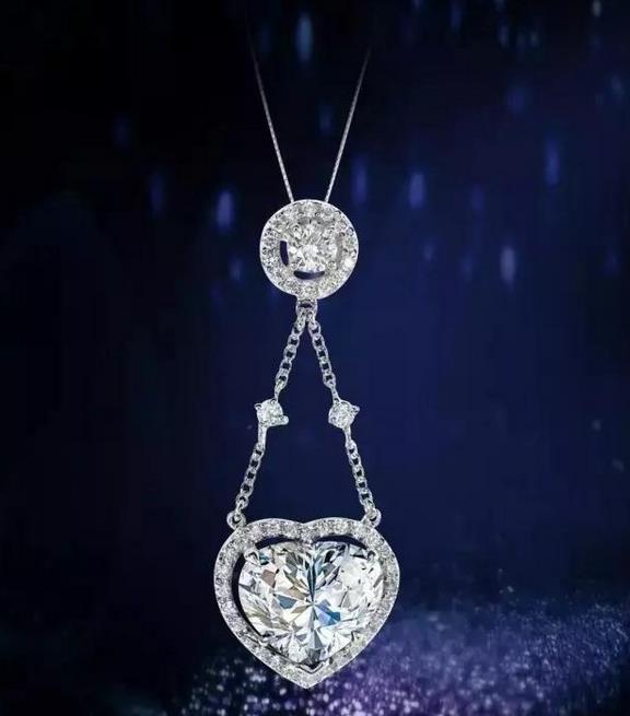 心形钻石吊坠