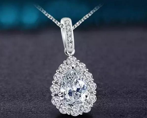 水滴形钻石吊坠