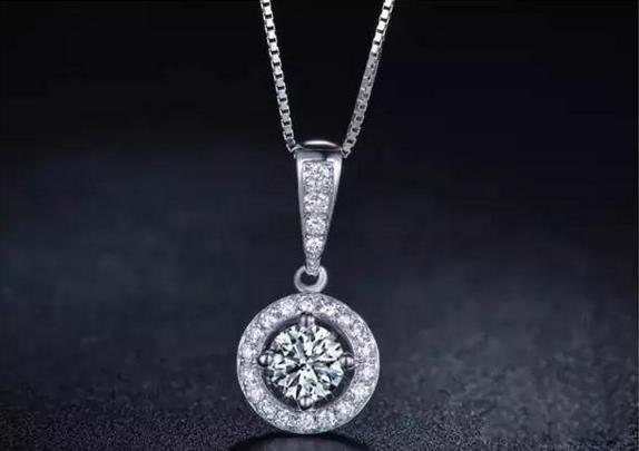 圆形钻石吊坠